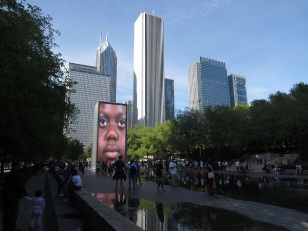 A Crown Fountain de Chicago: arte criativa numa das mais interessantes cidades americanas. #viajantesempressa #espiandopelomundo #chicago #viajar #arte